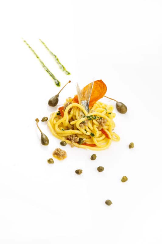 Fotografia food spaghetto e capperi